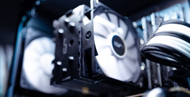 825-pexels-white-and-black-computer-fan-2225617-white-and-black-computer-fan-2225617.jpg